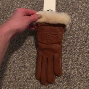 UGG gloves. Small